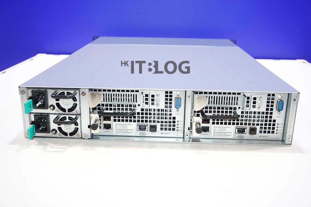SA3200D 的背面可見到雙控制器結構