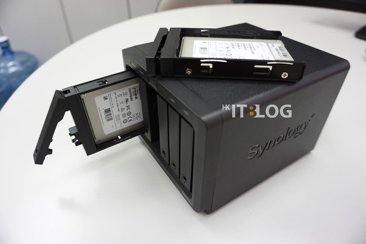 DS620slim 擁有 6 個支援 15mm 的 2.5 吋硬碟糟